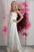 Hochzeitskleid mit Stickerei