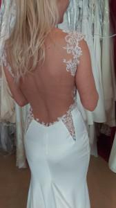 Brautkleid nach Maß mit offenen Rücken