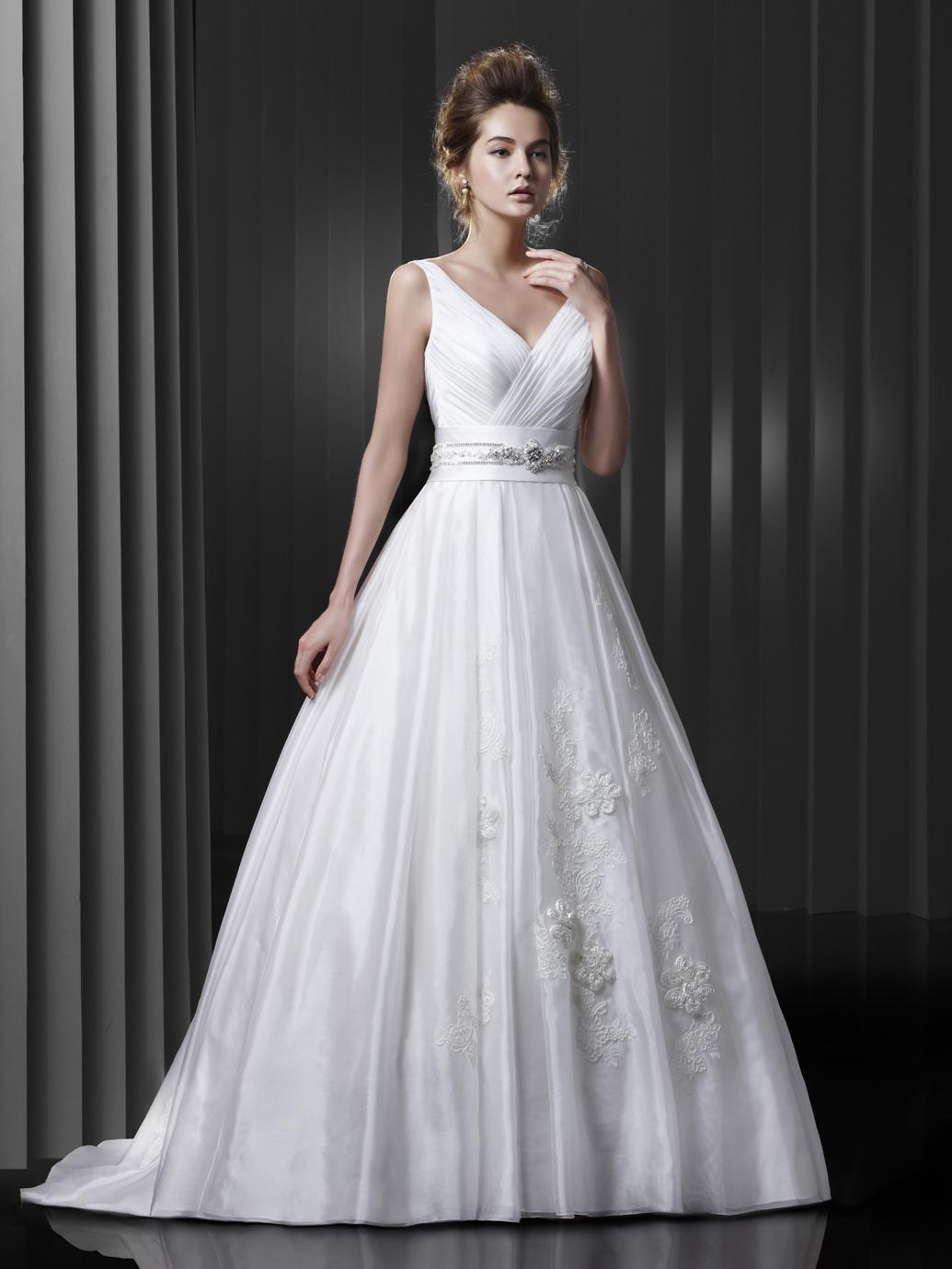 Brautkleid Enzoani mit Träger in der A-Linie