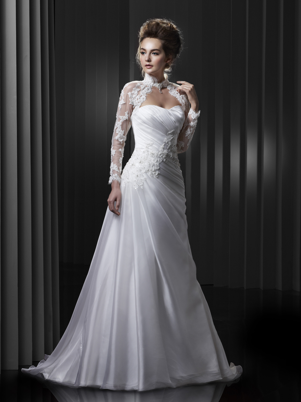 Brautkleid Enzoani A-Linie mit einem Bolero