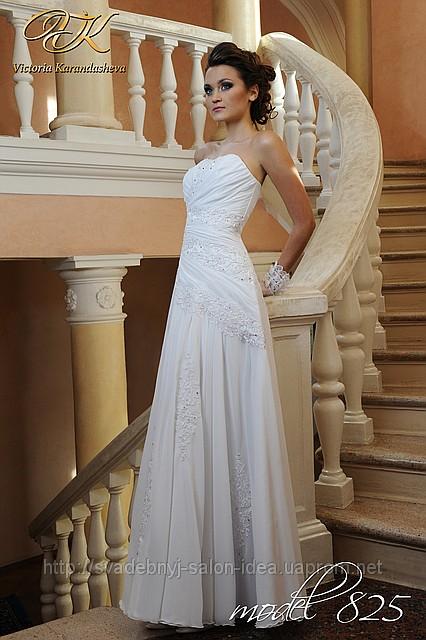Brautkleid schlicht mit Drapierung