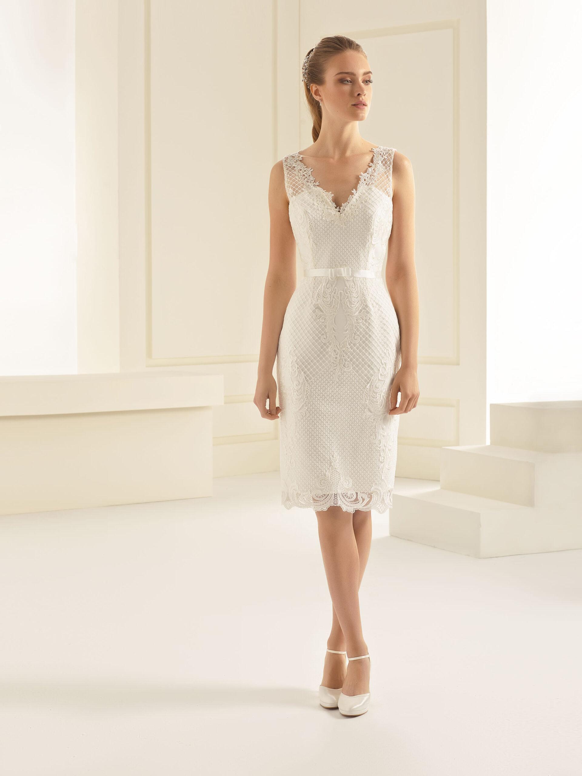 Kurzes Evita Brautkleid in weiß mit Gürtel